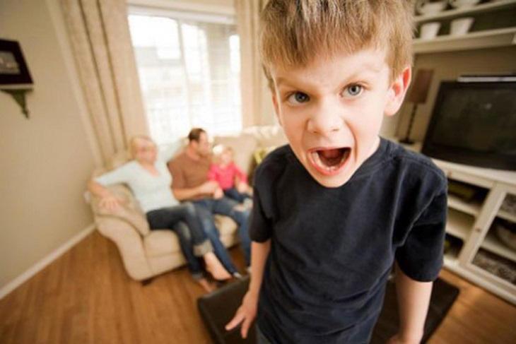 Los 5 errores más graves que cometen los padres de hoy