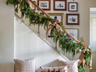 Cómo decorar una escalera en Navidad en 5 pasos