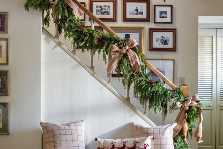 Como decorar una escalera de navidad navidad 2018 for Escalera 5 pasos afuera