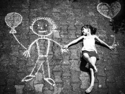 Niños amigos imaginarios: ¿Cómo deben actuar los padres?