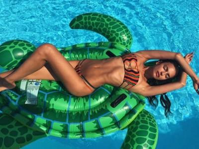 Las famosas lucen cuerpo en bikini