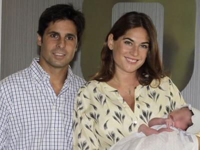 Fran Rivera y Lourdes Montes abandonan el hospital con Carmen