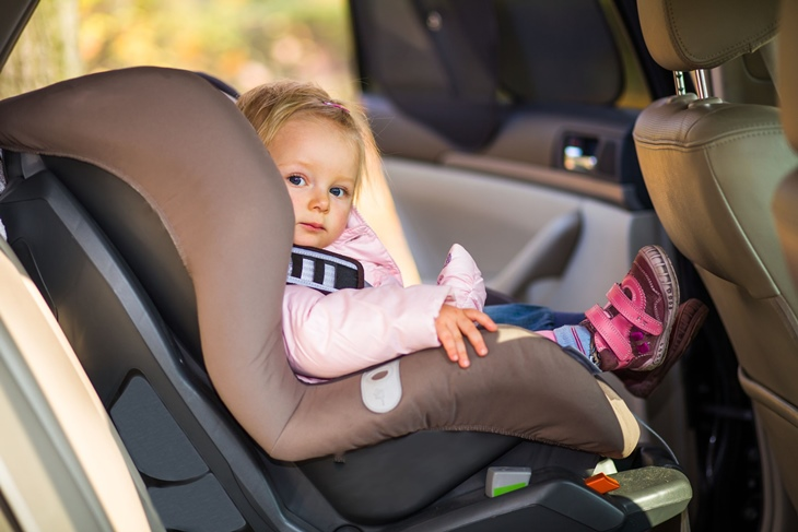 Silla del coche para niños y dispositivos de retención infantil: Nueva normativa
