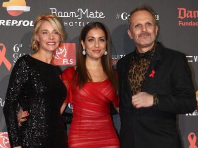 Hiba Abouk, Belén Rueda y Miguel Bosé en la gala contra el sida
