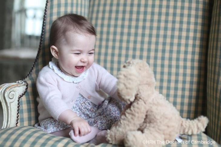 Kate Middleton fotografía a su hija la Princesa Charlotte