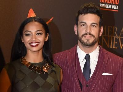 Mario Casas y Berta Vázquez felices en el estreno de 'Palmeras en la Nieve'