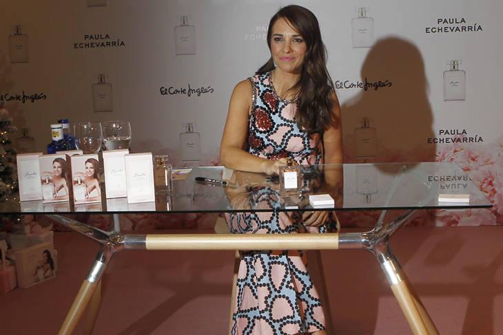 Paula Echevarría radiante firmando fragancias