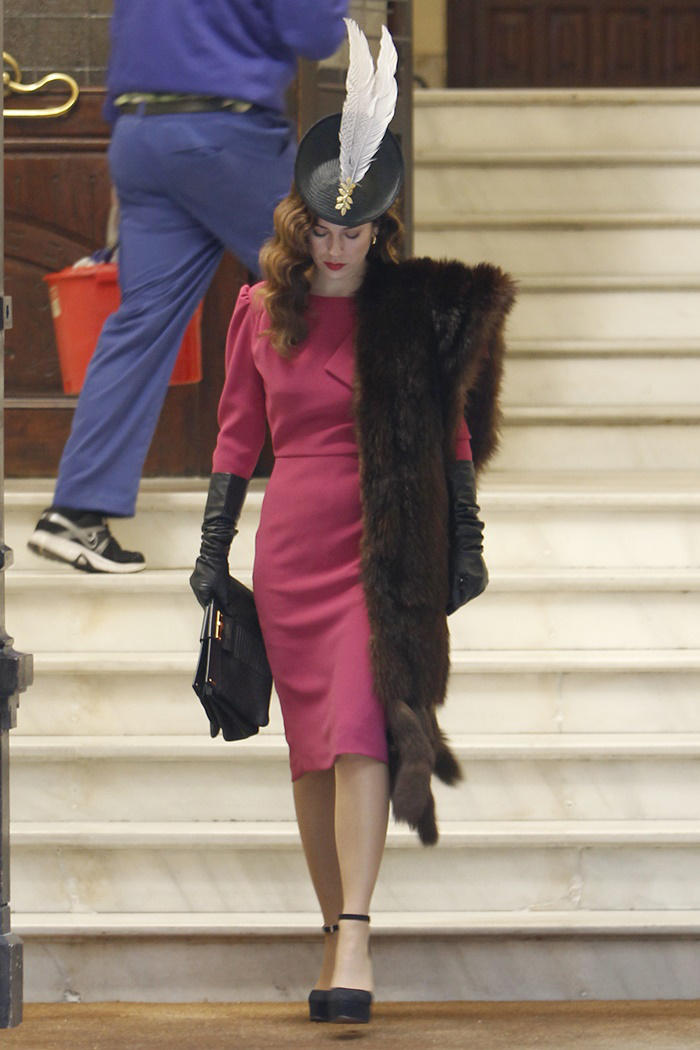 Blanca Suárez: look retro con estola de piel