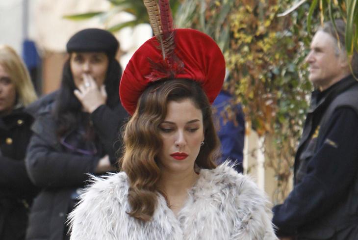 Blanca Suárez: looks retro en el rodaje de 'Lo que escondían sus ojos'