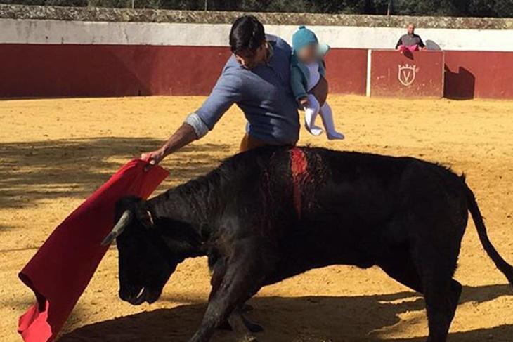 Francisco Rivera polémica foto toreando con su hija de 5 meses