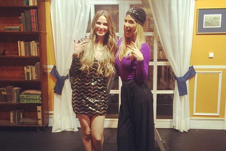 Vanesa Romero y Tamara Gorro tarde de chicas en el teatro