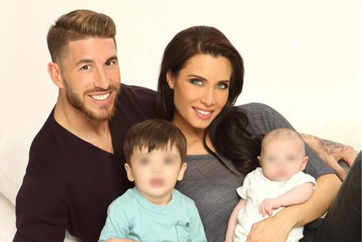 Pilar Rubio y Sergio Ramos comparten su primera foto con sus dos hijos
