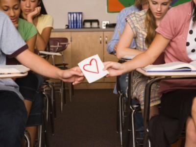 Cómo saber si le gustas a un chico: Señales para detectarlo