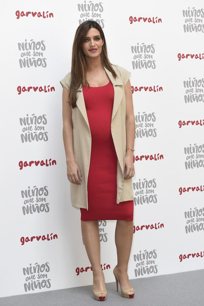 Sara Carbonero look rojo de Liu Jo