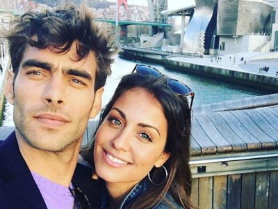 Hiba Abouk y Jon Kortajarena: dos amigos disfrutando de Bilbao