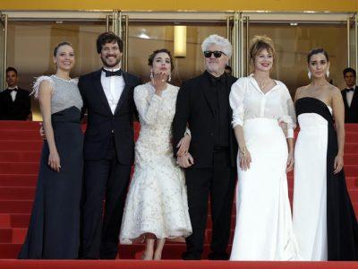Julieta y sus chicas llenan de blanco y negro la alfombra roja de Cannes 2016