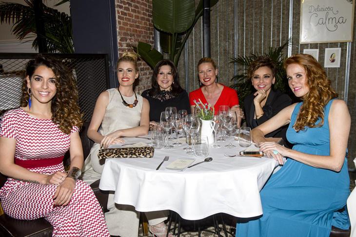 Adriana Abenia y Chenoa se van de cena con más famosas y Campofrío