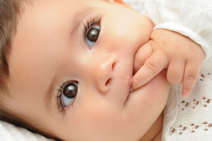 El desarrollo de los sentidos del bebé mes a mes
