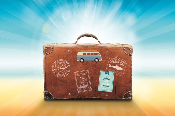10 cosas que no deben faltar en tu maleta de verano