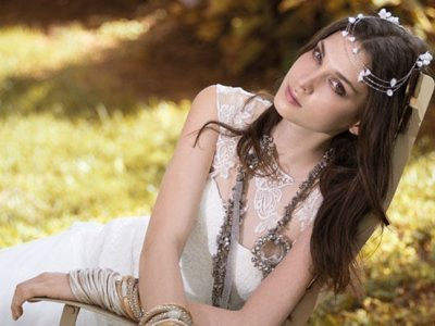 Peinados de novia con diadema o tiara, las mejores ideas