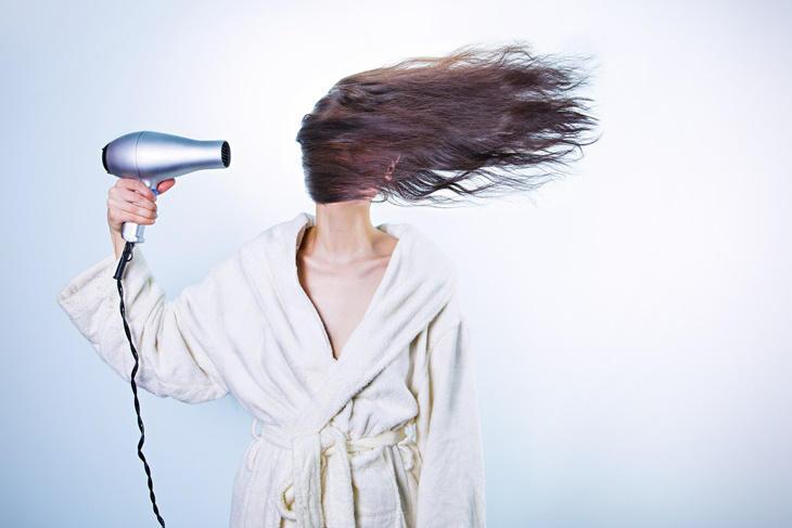 5 cosas que haces mal al usar el secador de pelo