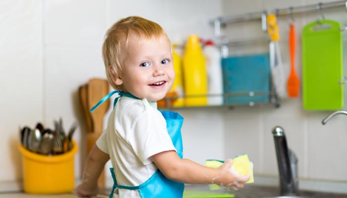 Niños y tareas domésticas: ¿Cuándo deben empezar a realizarlas?