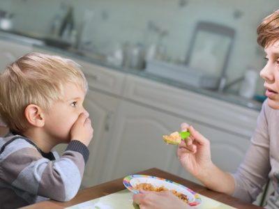 5 errores a la hora de enseñar a los niños a comer bien