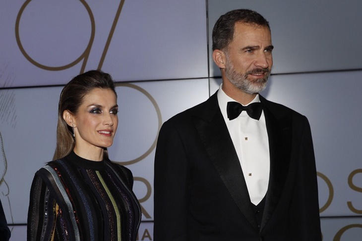 La Reina Letizia sorprende con su look glam en los Premios Mariano de Cavia