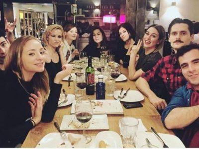 Blanca Suárez y Ana Fernández se van de cena con 'Las chicas del cable'