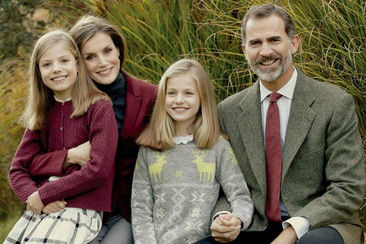 Los Reyes, la Princesa Leonor y la Infanta Sofía felicitan la Navidad 2016