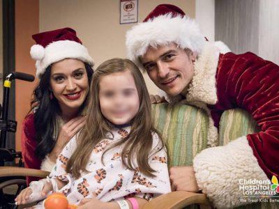 Katy Perry y Orlando Bloom juntos y solidarios vestidos de Papá Noel