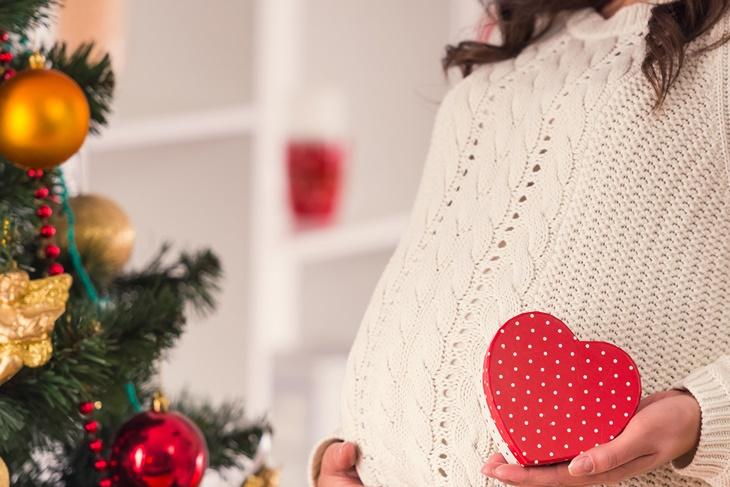 Mujeres embarazadas: ¡Cuidado con los excesos navideños!