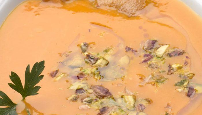 Recetas de Navidad light: Crema de calabaza y pistachos