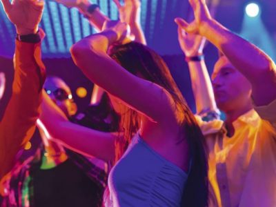 El juego del muelle: la peligrosa práctica sexual de moda entre los jóvenes
