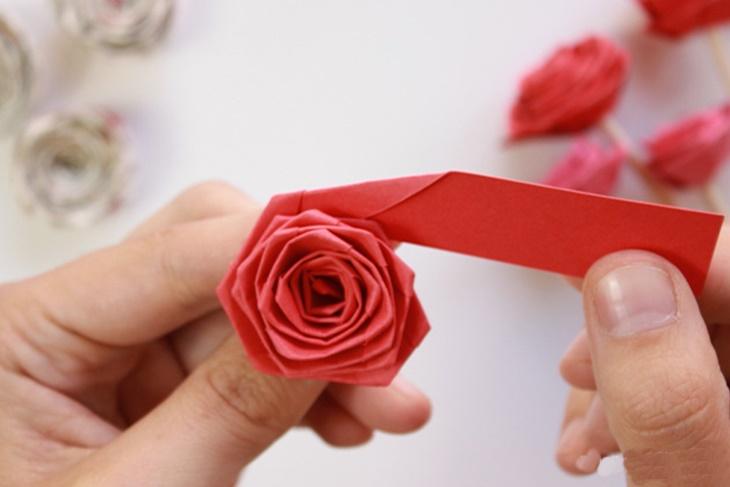 Cómo hacer una rosa de papel para el día de la Madre