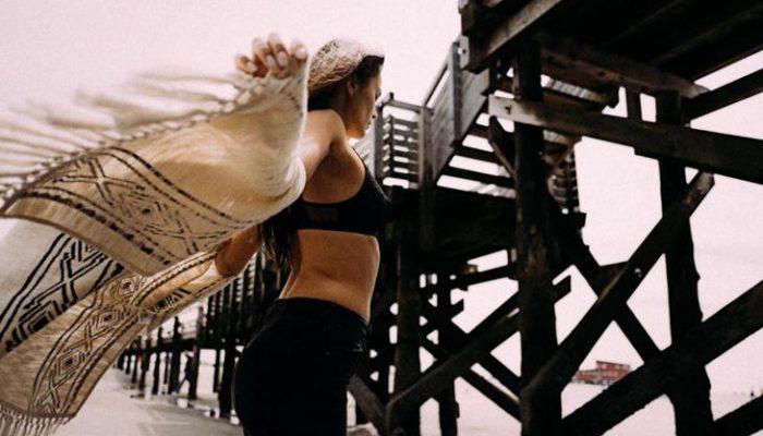 5 zonas del cuerpo que olvidamos al protegernos del sol