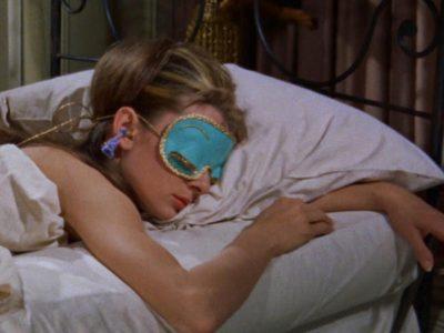 Dormir con el pelo recogido, ¿error o acierto?