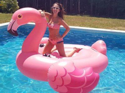 Famosos con flotadores XXL, ¡a disfrutar del verano!