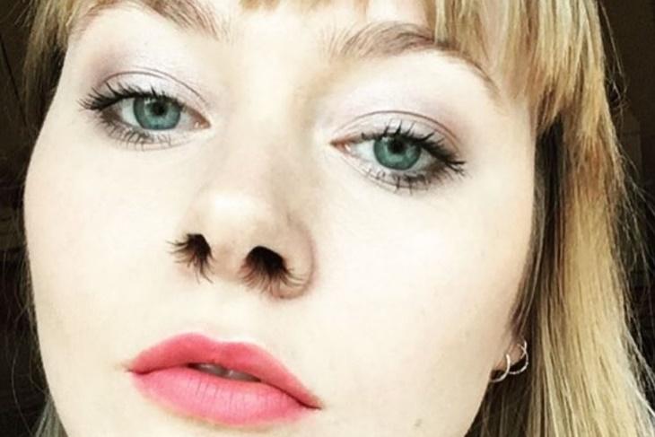 Extensiones de pelo en la nariz, ¿tendencia u horror?