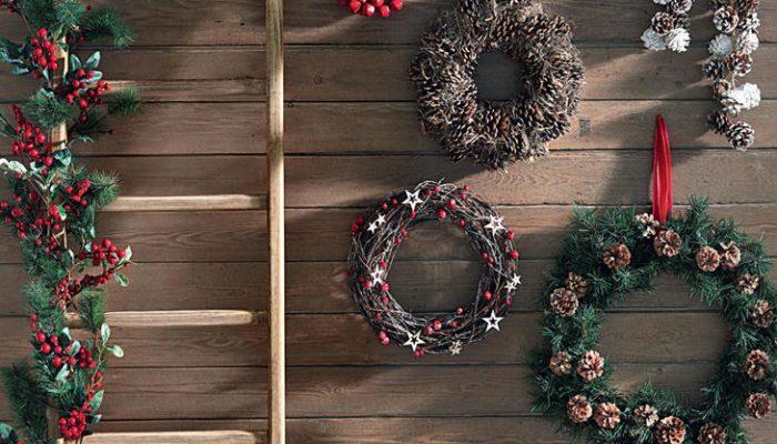 Adornos de Navidad, guirnaldas y coronas navideñas