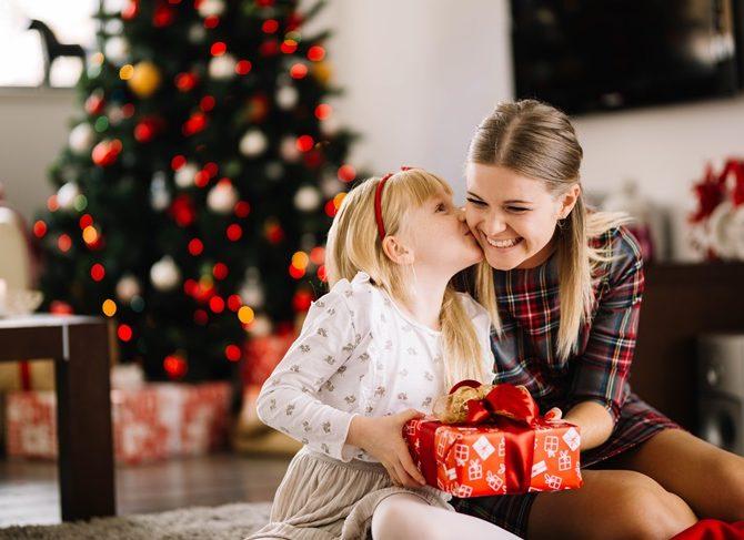 Niños en Navidad: ¿Conoces la regla de los cuatro regalos?