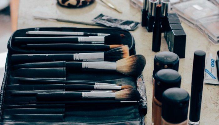 Trucos de maquillaje que dan profundidad y definen tu rostro