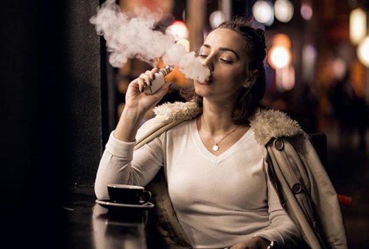 Dejar de fumar vapeando